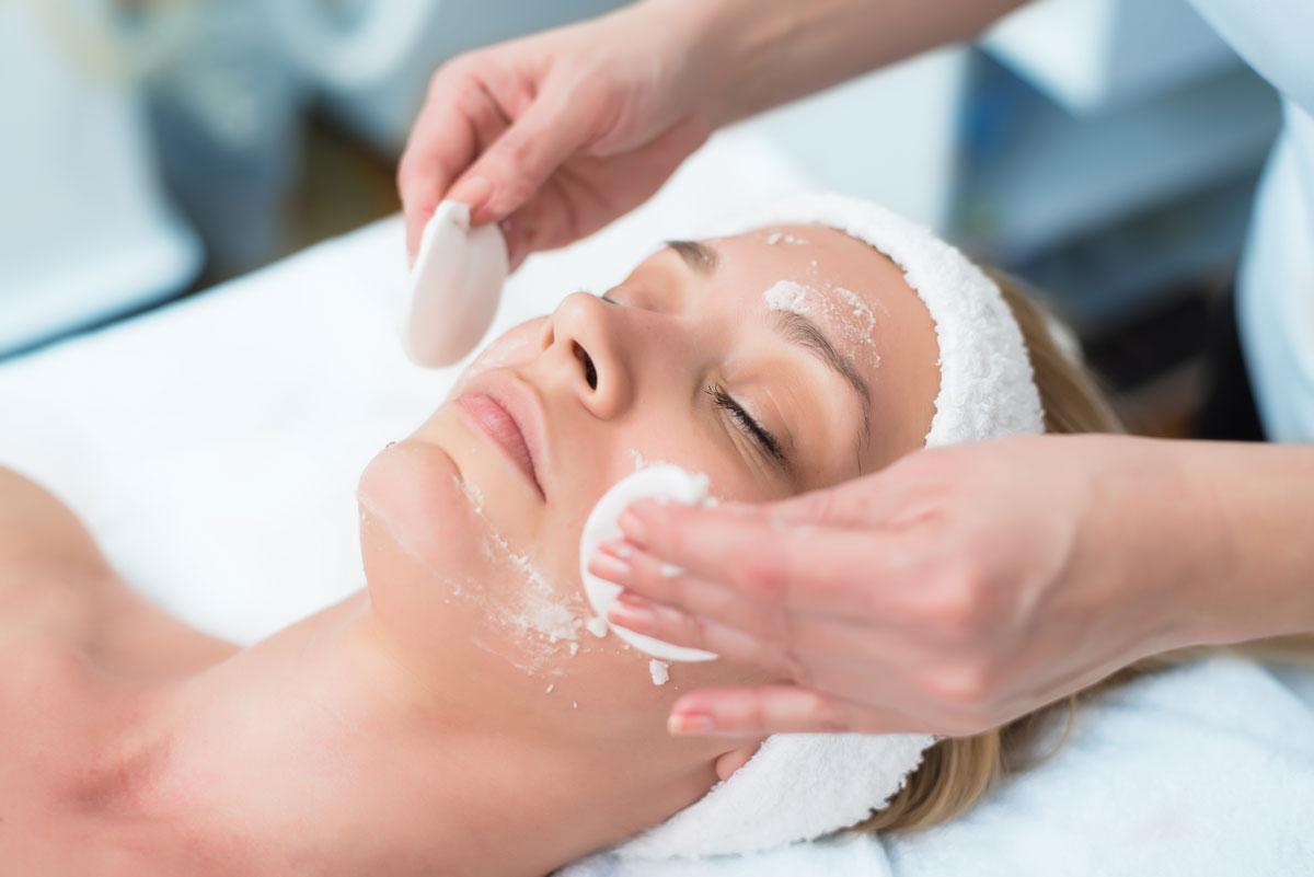 Peeling Behandlung einer Frau